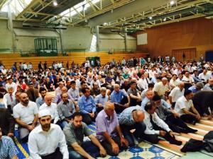 Gebet in der Neckarsporthalle